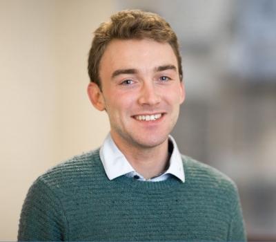 剑桥大学物理系学士 剑桥大学计算机系硕士 美国斯坦福大学计算机系博士在读生 GCSE 10 科A/A*, A-level 4科A* 精通Python语言编程 科学,数学,计算机考试辅导 擅长辅导名校入学面试及备考
